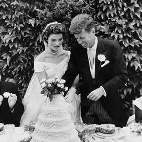 JFK Wedding cutting cake