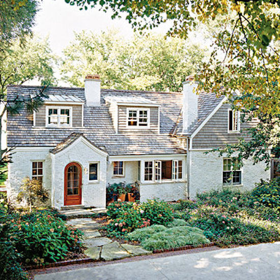 Curb appeal 8 stunning before after home updates for How to update the exterior of a ranch style house