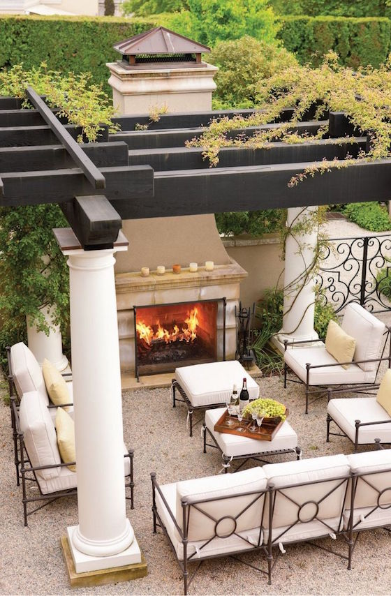 Inviting outdoor fireplaces omg lifestyle bog for Outdoor living space plans
