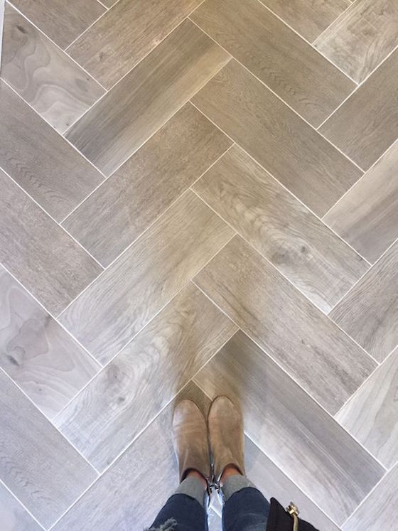 bathroom floor tile that looks like wood