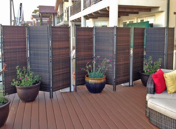 18 attractive privacy screens for your outdoor areas omg for Small outdoor privacy screen