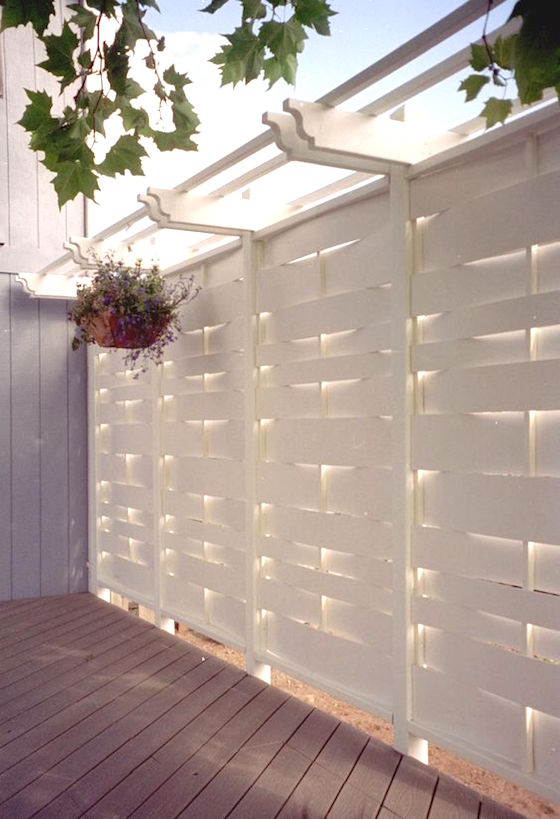 18 attractive privacy screens for your outdoor areas omg for White outdoor privacy screen