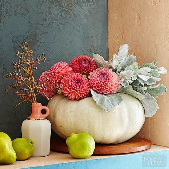 These dahlias look great against the White Pumpkin | Read the blog to see 7 other unique centerpieces