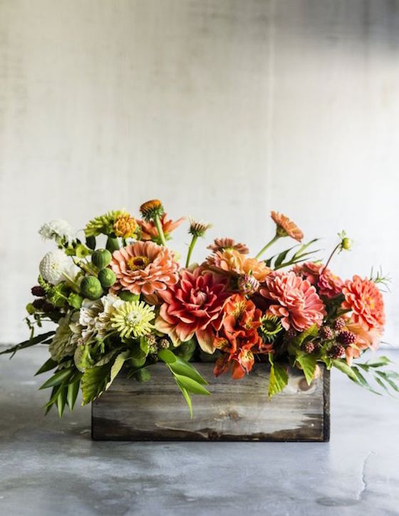 8 Unique Thanksgiving Centerpieces | Love this Rustic Centerpiece in a Wood Box