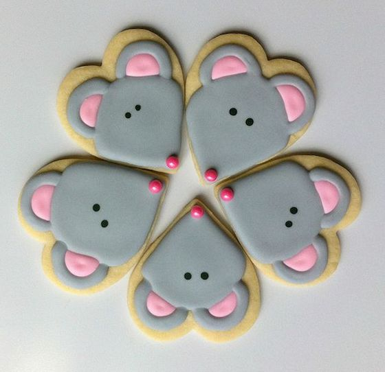 Heart shaped mouse valentine cookie