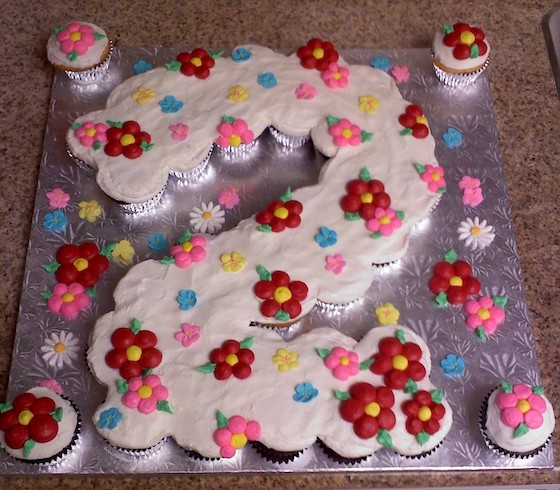 Pull Apart Cupcake Cake Via Central