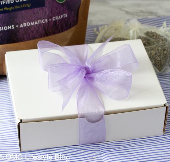 Homemade lavender sachets make great hostess gifts