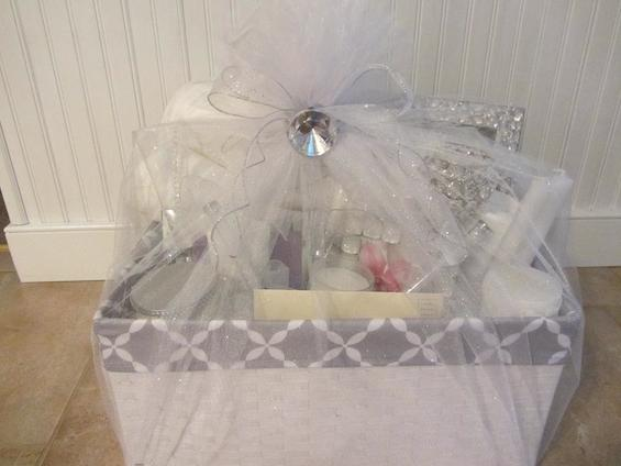 Wedding Gift Wrapping: Gift Basket Wrapped In Tulle Netting